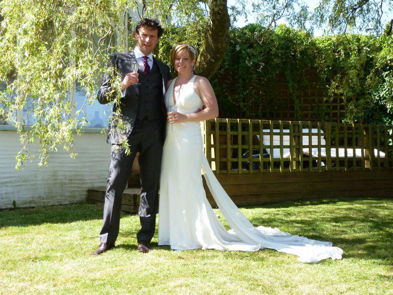Wedding Fiona and Julian in Trenderway Farm garden